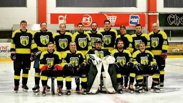 Hokejisté HC Sokol Díly začali novou sezonu náramně. V úvodních dvou kolech vyhráli a vyšvihli se na první příčku tabulky krajské hokejové soutěže - skupiny C.
