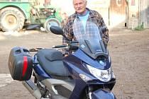 Osmašedesátiletý Oldřich Filip z Mířkova je vášnivým motorkářem. Příští rok má naplánovanou cestu do Portugalska.