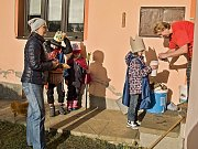 Dvě skupinky dětí se zapojily do tříkrálové sbírky v Loučimi.