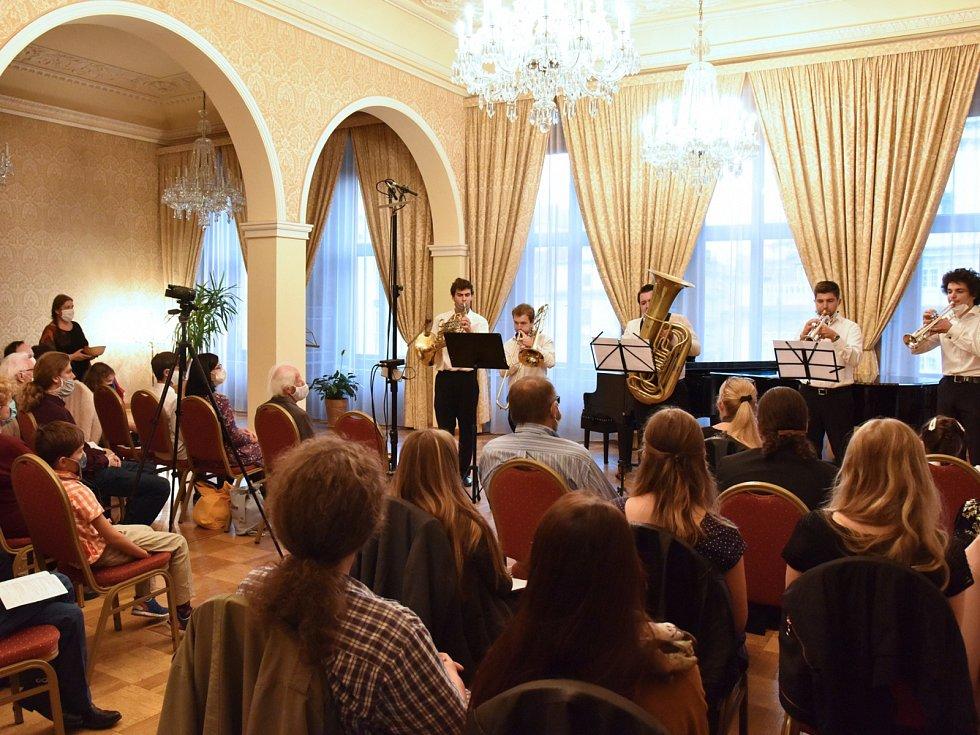 Žesťové kvinteto studentů Pražské konzervatoře a HAMU.