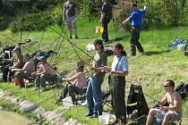 Rybářské závody v Křenovech. Zájem byl velký, zaplnila se všechna místa.