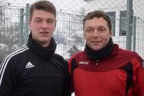 STÁLE AKTIVNÍ LEGENDA.  Petr Hutta (vpravo) rád trénuje i s kolegy z Jiskry Domažlice, kterým má co předat.
