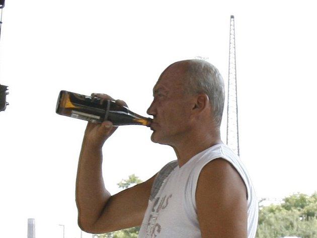 Alkohol prý pil řidič, který ujel od nehody v Čečovicích, jak tvrdil policii, až po ní.