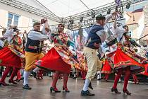 V Domažlicích se tento víkend odehrávají Chodské slavnosti a Vavřinecká pouť. Chodské slavnosti patří vůbec k nejstarším a největším národopisným slavnostem v České republice.