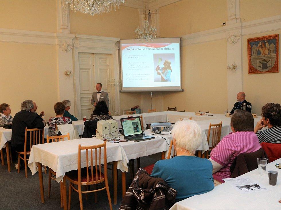Minulá přednáška domažlické Senior akademie měla za téma práva spotřebitelů.