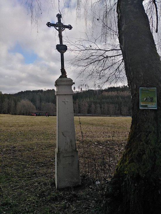 Křížek u cesty.