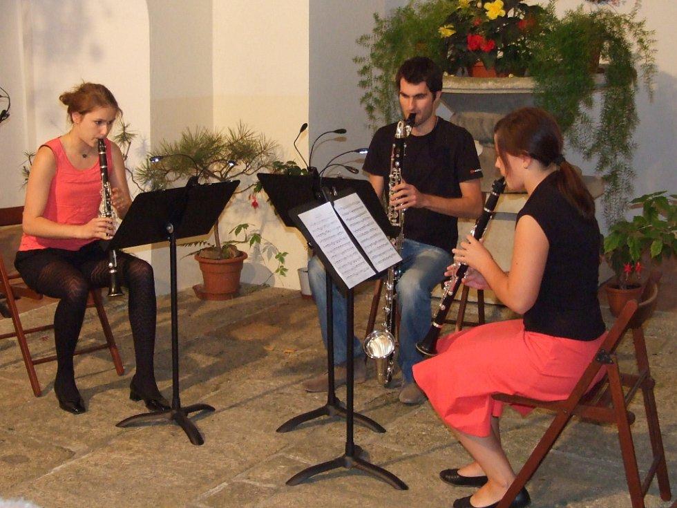 Komorní koncert klarinetistů v atriu Chodského hradu.