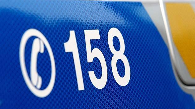 Policie přijímá tísňová volání i svědectví na lince 158.