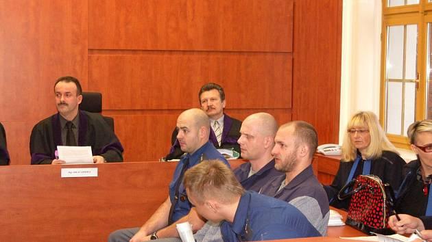 Drogový gang před domažlickým soudem.