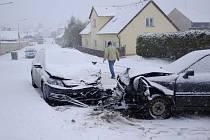 Dopravní nehoda u zámku v Koutě na Šumavě.