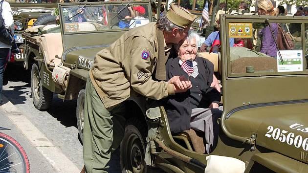 Anna Herianová (85 let) na oslavách 66. výročí osvobození Staňkova.