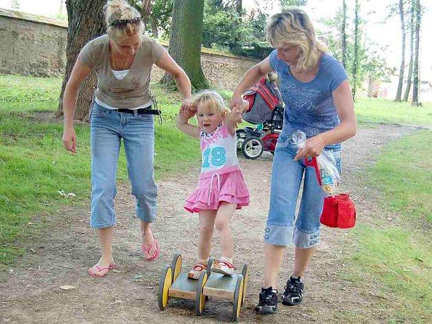Stále v permanenci byla v zámeckém parku šlapadla. Vyzkoušeli je i dospělí.