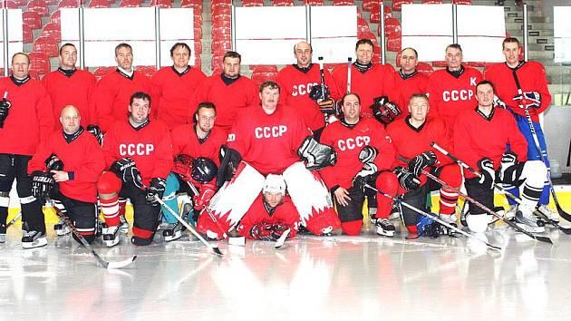Společný snímek CSKA Domažlice,Tichonovových pohrobků, jimž soupeři na Chodsku neřeknou jinak, než ´Rusácí´.