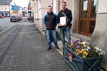 Rodiče žáků Masarykovy základní školy předali v úterý starostovi města petici.