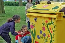 V H. Týně jsou k dispozici i kontejnery na bioodpad, které vyzdobili žáci ZUŠ.
