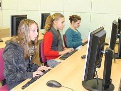Talentová soutěž v psaní na počítačové klávesnici se konala v Domažlicích.