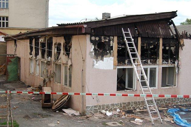 Místo středečního požáru v Poběžovicích.