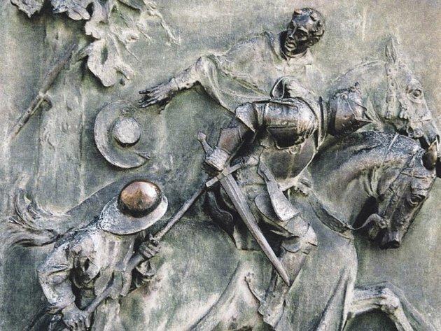 Útěk kardinála Cesariniho od Domažlic. Reliéfní výzdoba vrat Národního památníku v Praze na Vítkově.