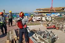 Dobrovolní hasiči z Poběžovic vyrazili pomáhat na jižní Moravu, kde se minulý čtvrtek prohnalo ničivé tornádo.