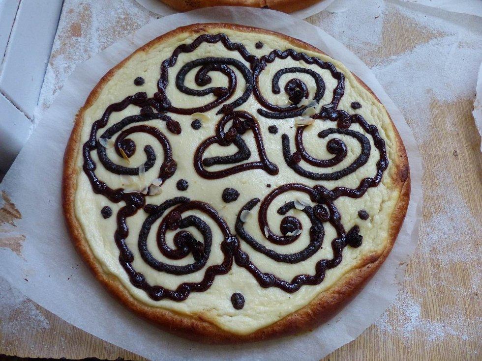 Příprava a zdobení koláčů na Dolním Chodsku