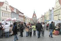 Středeční trhy na náměstí Míru.