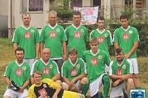 FC TRAKTOR HOLUBEČ. Domácí tým na prvním ročníku turnaje v malé kopané.