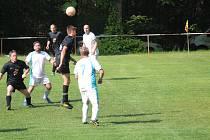 Hráči Babylonu (bílé dresy) doma porazili Hlohovou (černé dresy) 1:0. Ilustrační foto je ze vzájemného utkání v Hlohové.
