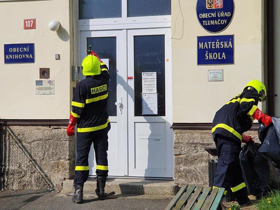 Exponovaná místa ošetřují dobrovolní hasiči Tlumačov i  Tlumačově a na Filipově hoře.