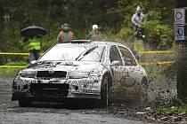 Škoda Fabia WRC meclovského Profika na trati Rallye Jeseníky. Pavel Valoušek si upevnil průběžné vedení  v boji o mistrovský titul.
