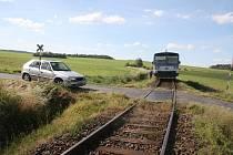 Nehoda auta a vlaku u Vlkanova.