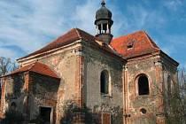 KOSTEL SV. BARBORY dnes není v ideálním stavu. I přes snahu obce i církve ji vandalové stále ničí.
