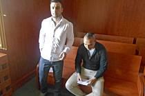Martin Kováč a Lukáš Vondrášek u soudu.