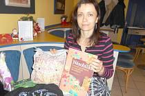 IVANA KNETLOVÁ ze Kdyně se svou úspěšnou knihou Násobilka – Veselé počítání s klaunem Matějem.