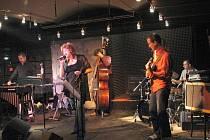 Elena Sonenshine a Jocose Jazz.