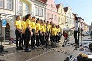 Žáci ze základní školy v ulici Msgre. B. Staška.