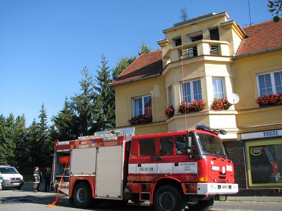 Z místa požáru ve Staňkově.