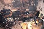 Z místa požáru ve Staňkově. V této místnosti bylo pravděpodobně ohnisko požáru.