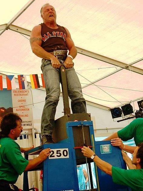 Babylon byl v sobotu dějištěm 9. Mistrovství ČR ve zvedání kamene, disciplíny oblíbené zejména v alpských zemích
