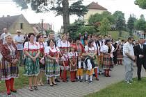 Rodáci a přátelé obce se o víkendu sešli v Chrastavicích. Uctili památku padlých z první světové války a Boženu Němcovou.