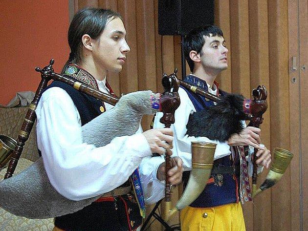 Marek Budka a Daniel Dřímal hráli dětem z dětských domovů.