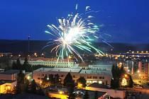 Novoroční ohňostroj v Holýšově.
