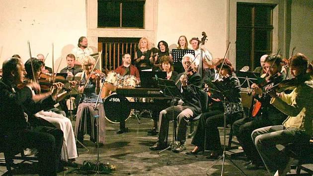 Společně si v klášteře zahráli hudební pedagogové ZUŠ Domažlice i jejich bývalí žáci.