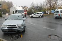 Havarovaný vůz Škoda.
