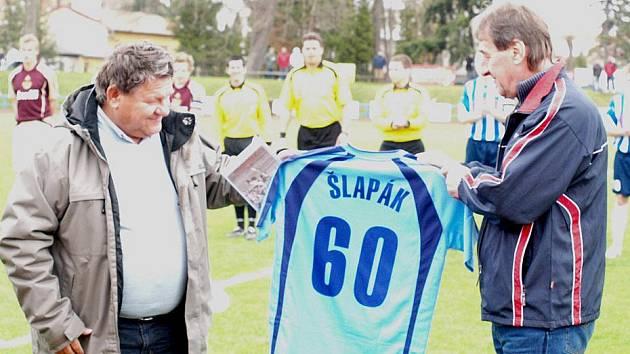 Prezident fotbalové Jiskry Domažlice Jaroslav Ticháček a Vlasta Schropfer.
