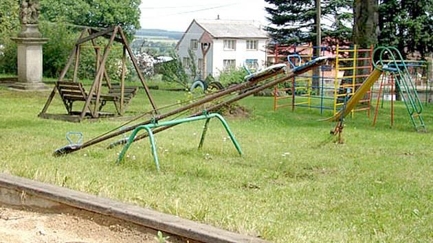 V Novém Kramolíně připravují řadu projektů, například nové vybavení pro hřiště u mateřské školky.
