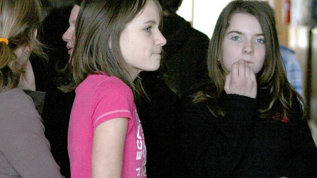 V karanténě se nachází jedna ze tříd poběžovické školy kvůli žloutence. Kristýna Vaňková (na snímku uprostřed) ví, že se nákazy nemusí obávat, pokud bude dodržovat hygienické návyky