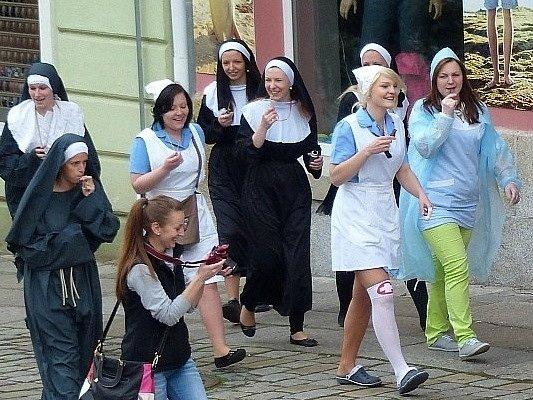 Z posledního zvonění budoucích zdravotníků ze SZŠ Domažlice.