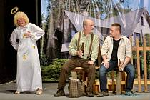 POSTEL PRO ANDĚLA, to je název komedie, jejíž premiéru předvedli v sobotu poběžovičtí ochotníci.