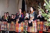 Vánoční koncert mrákovského souboru v loučimském kostele.