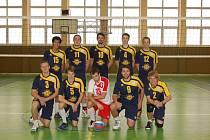 Zleva stojí: Pham Tuan Anh, M. Kiesenbauer, M. Škorvánek, J. Brabec, J. Giebl. Klečící: T. Kubal, O. Kupilík, R. Pavlík, R. Kortus, F. Kupilík.
